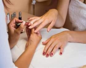 Чим малюють на нігтях? фото