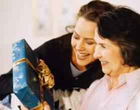 Що мамі подарувати недороге? фото