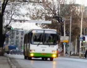 До скількох ходять автобуси? фото