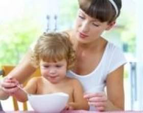 Як навчити малюка є самому фото