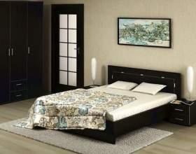 Як поставити ліжко в спальні? фото
