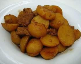 Як приготувати тушковану картоплю? фото