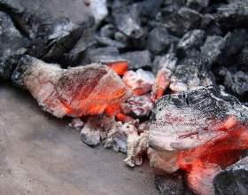 Як розпалити вугілля? фото