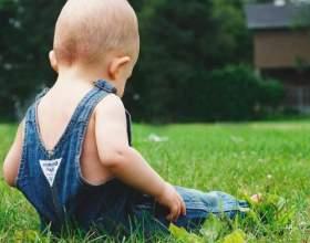 Коли дитина починає сидіти? фото
