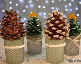 Подарунки своїми руками: прикрасьте шишки, як новорічні ялинки фото
